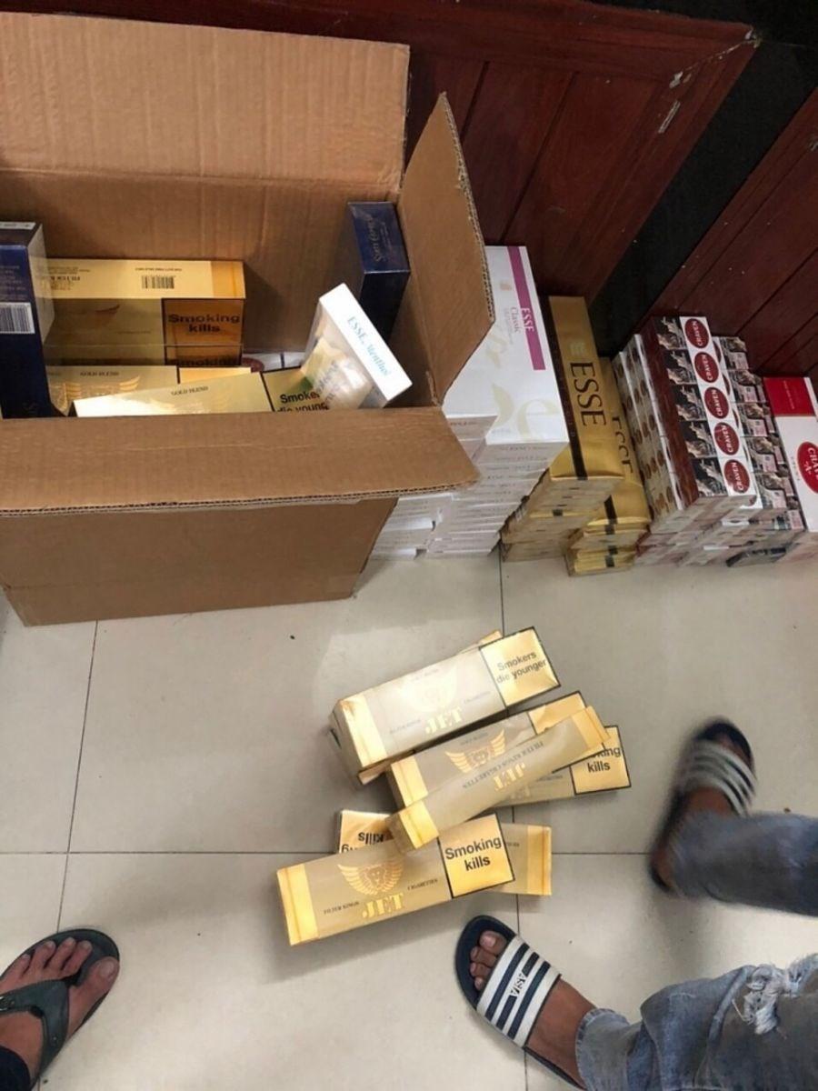 TP Hồ Chí Minh: Bắt xe ô tô dùng biển số giả để buôn lậu thuốc lá