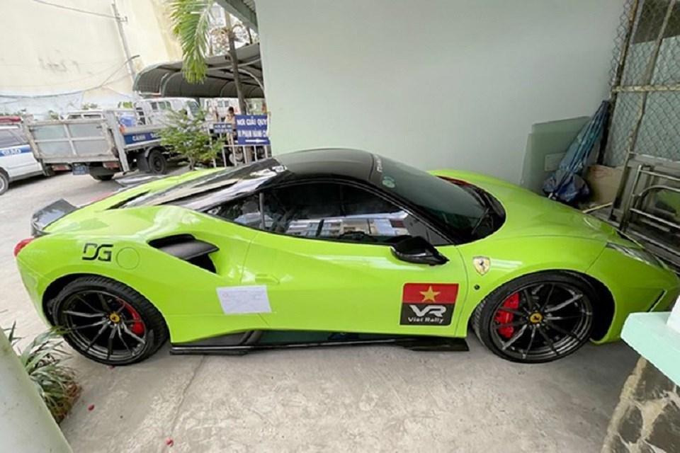 Khởi tố, bắt giam tài xế siêu xe Ferrari chống người thi hành công vụ